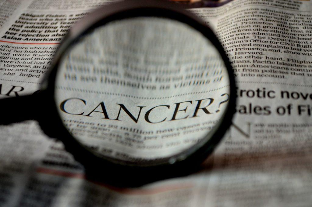 lupa a la palabra cancer